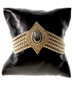 Coussin montre et bracelet en simili cuir 8 x 8 cm